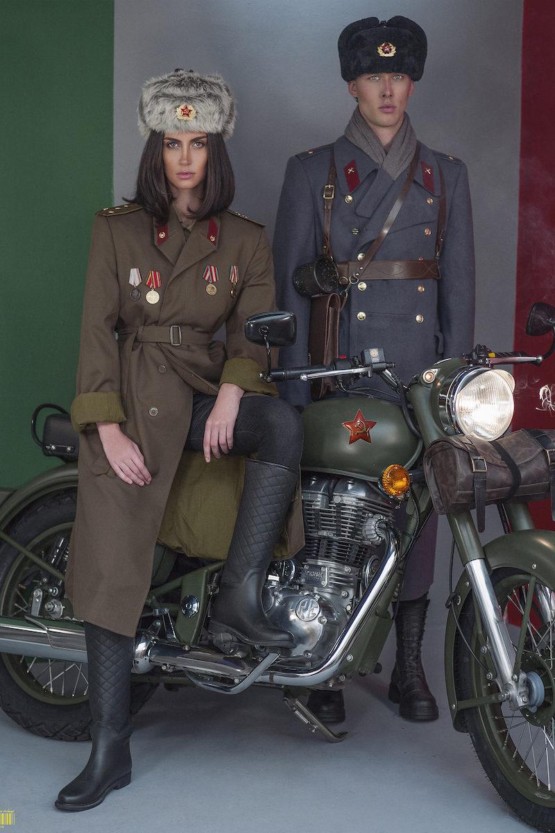 Russian couple bike print